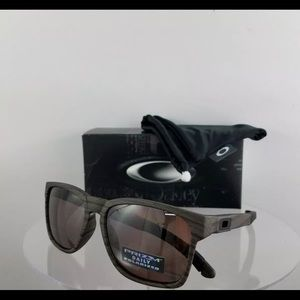 Brand New Authentic Oakley Sunglasses OO9272-20